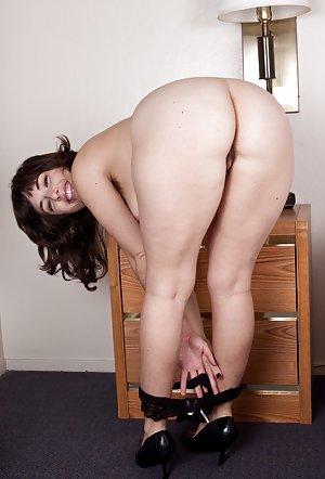 Huge Housewife Ass Pics