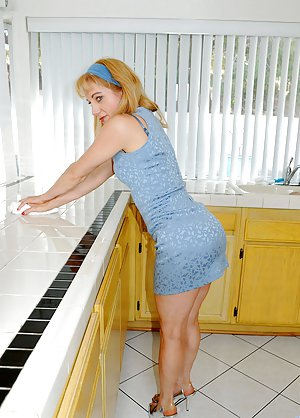 Huge Housewife Ass Pics